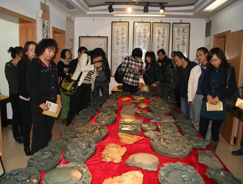 西北民族大学历史文化学院教授参观博物馆